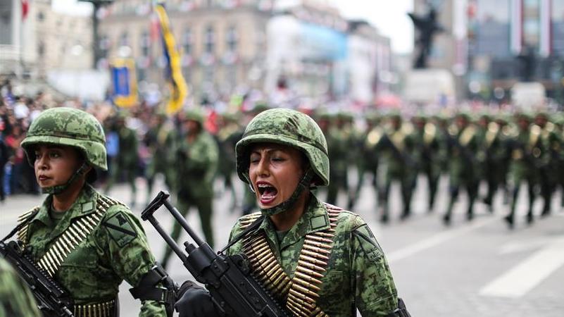 墨西哥举行阅兵庆祝独立日