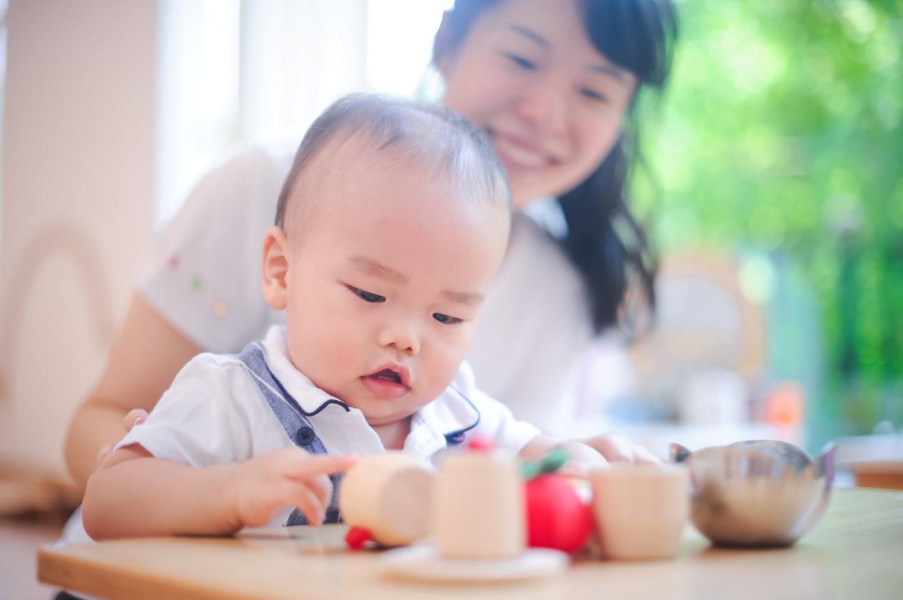 3岁的宝宝提供早教日托服务 这家机构采用了海外