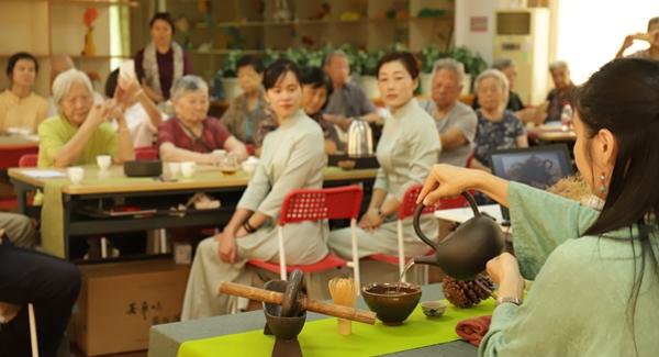 """""""一杯茶的问候""""茶促会茶健康讲座走进宝安福利中心"""