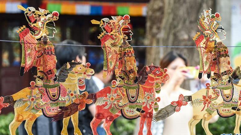 """""""幸福西宁·艺韵湟中""""湟中非遗工艺品展在南京举行"""
