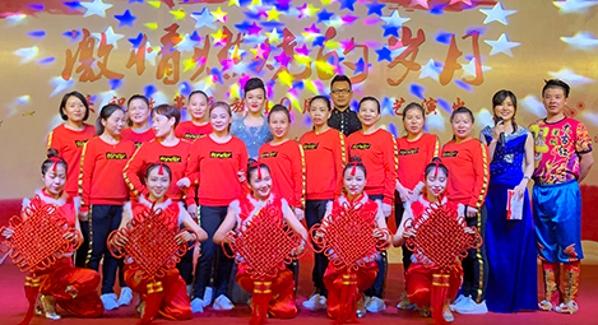 继承蛇口精神 内伶仃岛社区举办文艺晚会庆祝改革开放40周年