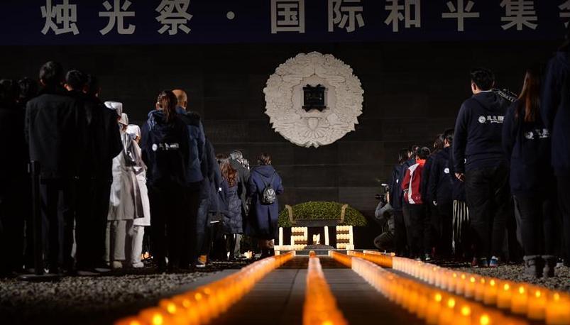"""南京:""""烛光祭""""寄托哀思祈愿和平"""