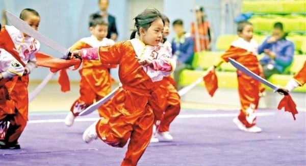 光明中小学生(幼儿)武术比赛开幕 600多名小武林高手登台亮相