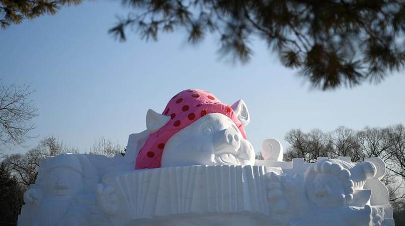 """12米高""""小猪""""亮相雪博会"""
