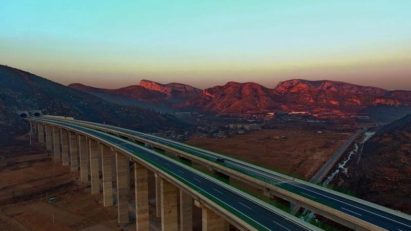 650公里的太行山高速公路主体工程开通