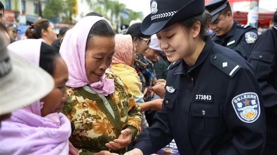 """云南:边境派出所举办""""110宣传日""""活动"""