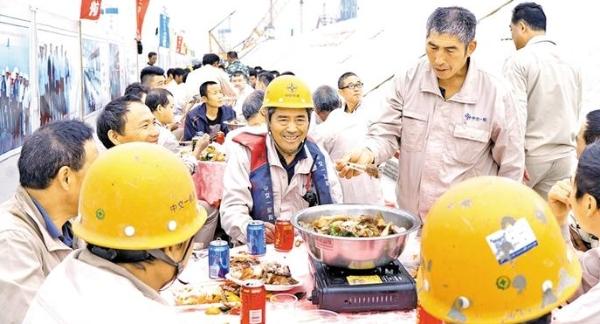 伶仃海域的特别盆菜宴