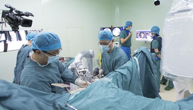 """湖北首台骨科手术机器人正式""""上岗"""""""