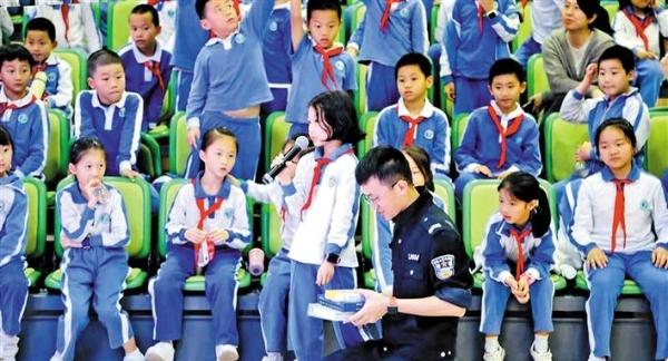 龙华交警开展交通安全教育课