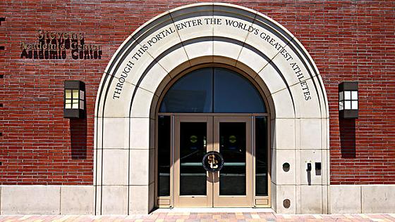 美国高校招生丑闻发酵 南加大涉事门生自愿复学