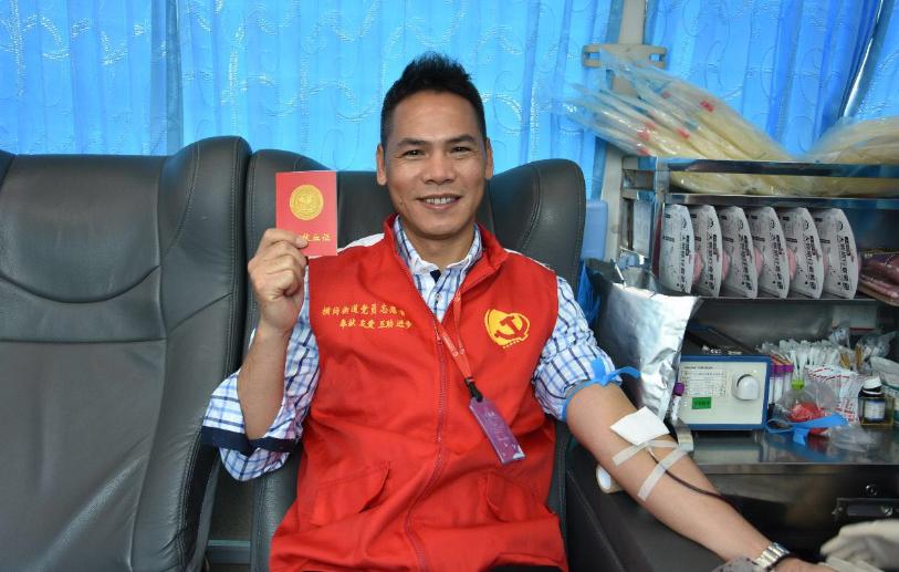 无偿献血党员先行 六约社区组织无偿献血活动