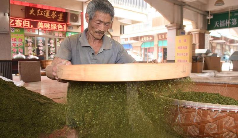 浙江新昌:茶市交易忙