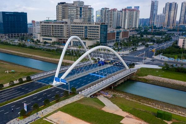 24日起,前海无需申请自动送彩金68无缝对接!  一大批道路桥梁正式通车