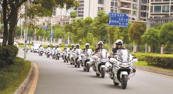 光明警方4500名警力護航假期安全