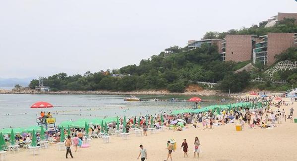 """""""五一""""假期首日 重新開放的大梅沙海濱公園很熱鬧"""