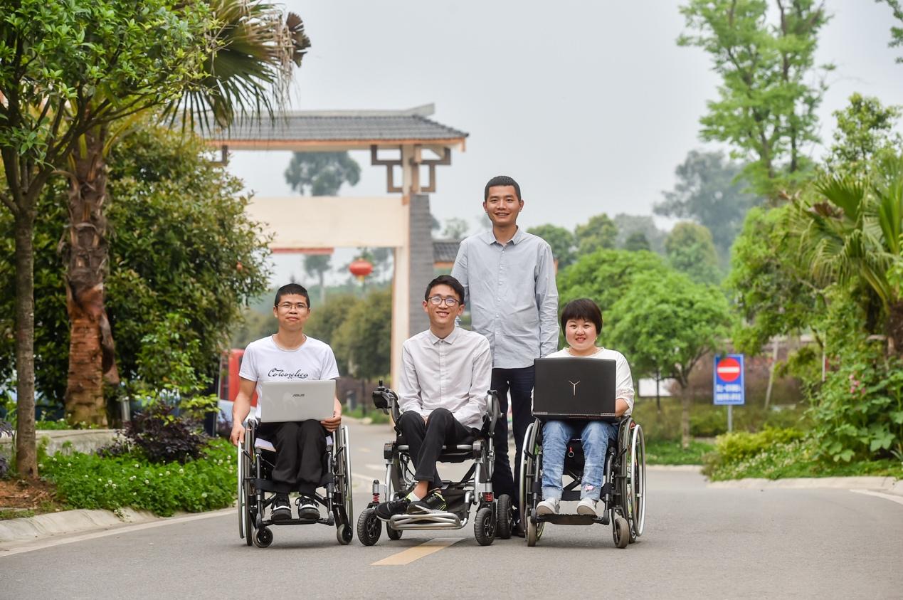 逆转人生:90后残疾青年绝境创业记