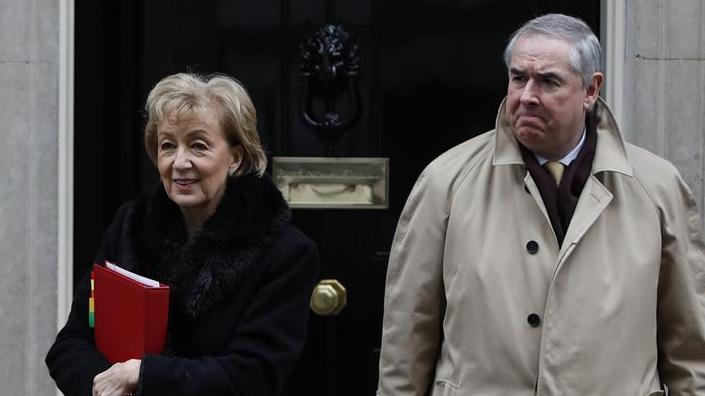 英国:议会下院领袖辞职