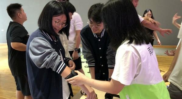 """桃源街道""""VR體驗禁毒"""" 深圳國際預科學院學生感受""""毒品""""危害"""
