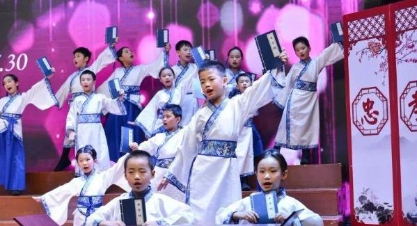 南山举行2019年中小学班级合唱展演 共75所学校参加