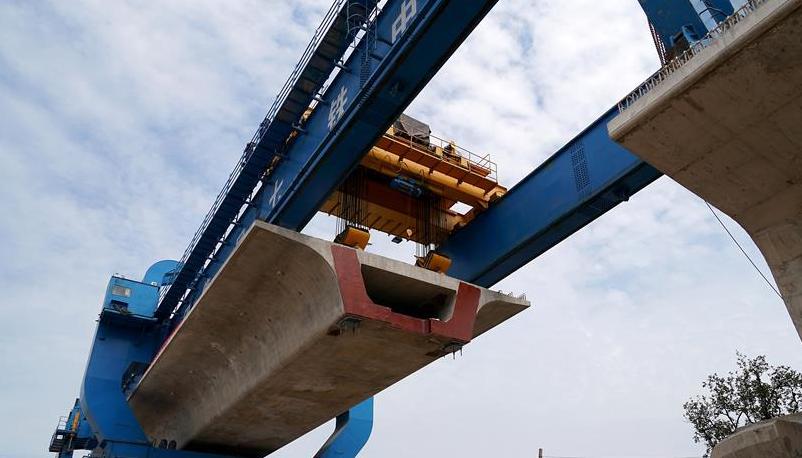 新建太焦铁路河南段进入架梁施工阶段
