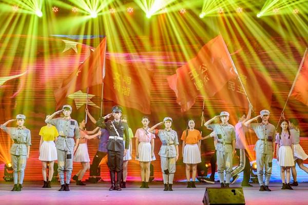 舞台演讲剧《亲爱的红军》在前海上演