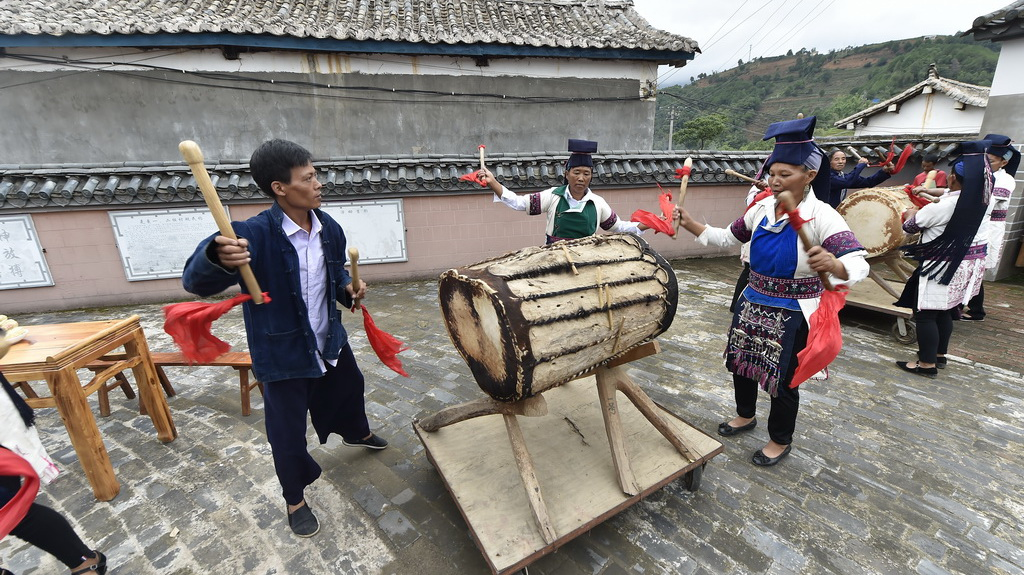 IN视频|你没见过的云南墨江哈尼族牛皮鼓舞