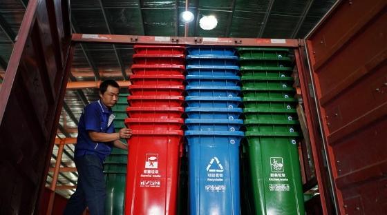 河北巨鹿:分类垃圾桶生产忙