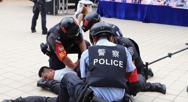 龙华区举行宗教活动场所反恐、消防综合应急演练