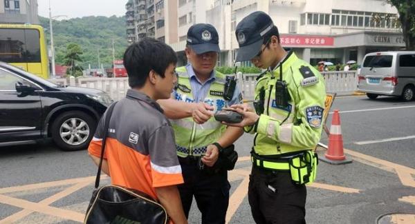 加强暑期道路交通管理 盐田交警开展电动车整治行动