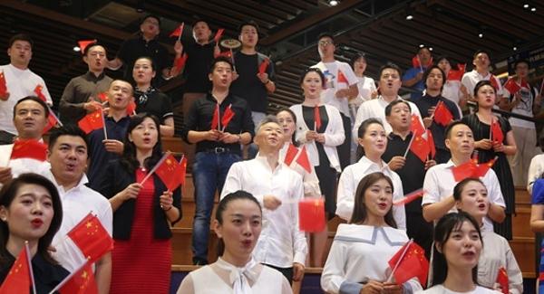 雷佳王宏偉領銜高歌 《我愛你中國》歌曲快閃唱響龍崗