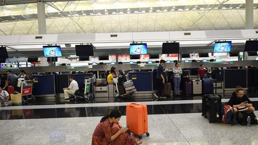 受非法集会影响 香港国际机场再度严重受阻