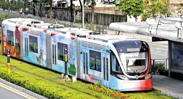 龙华打造全国首列双拥有轨电车专列
