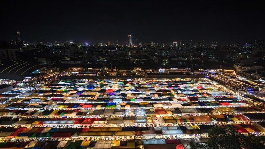多姿多彩的曼谷夜市