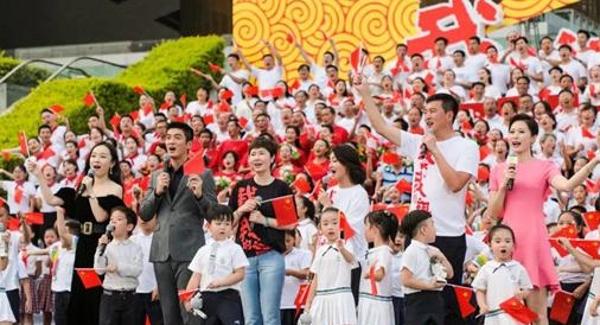 宝安机器人惊艳亮相电影《我和我的祖国》全球首映礼!