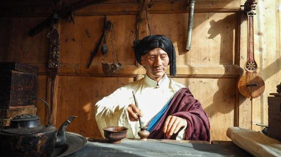 文旅产业在青藏高原古城兴起