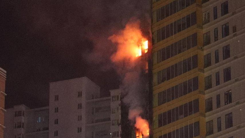 沈阳一高层居民楼突发大火 尚无人员伤亡报告