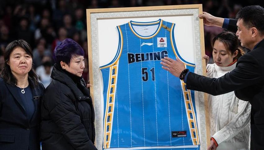 北京首钢队举行吉喆球衣退役仪式