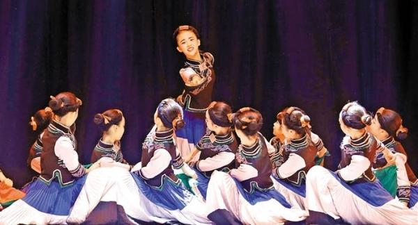 光明区舞蹈周公益性文艺活动受欢迎