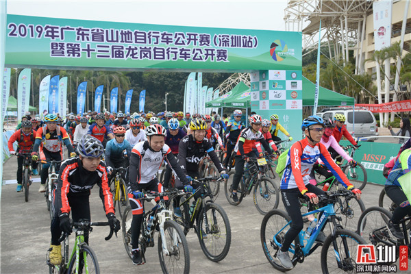 400多位骑手竞速第十三届龙岗自行车公开赛 赛道风景如画