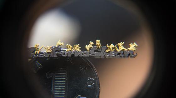 台湾艺术家微雕黄金小老鼠迎鼠年