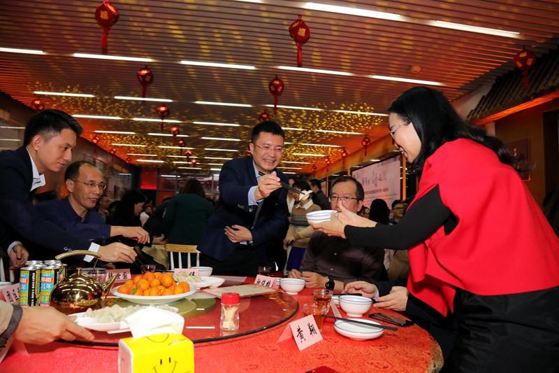 """<b>话家常、包饺子、迎新年 福田""""饺子宴""""与来深建设者一起迎新春</b>"""
