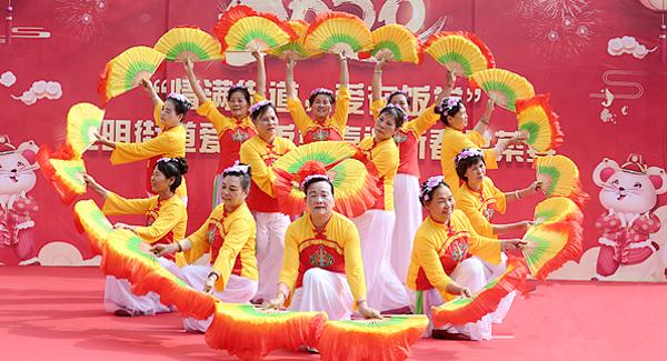 光明街道爱心饭堂举行新春盆菜宴活动