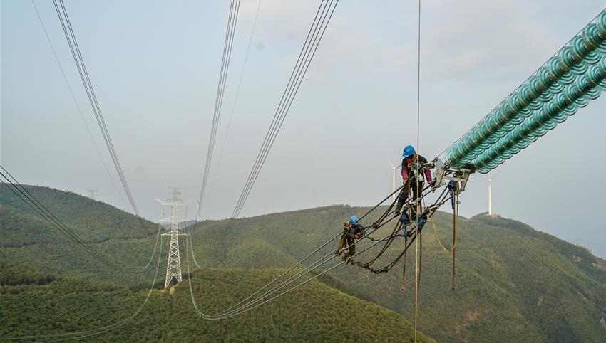 浙江湖州:高压线路抗冰改造工程保障节日用电