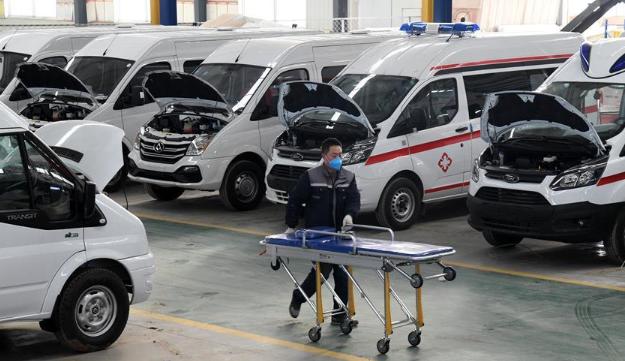 青岛:开足马力赶制救护车