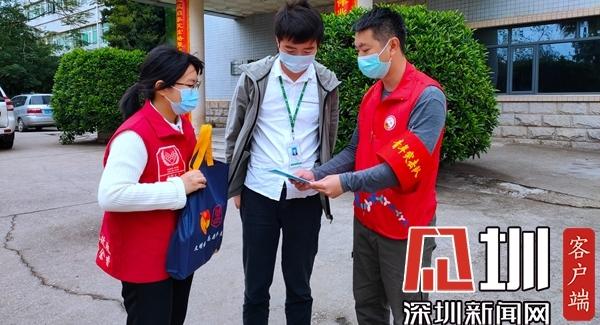 "新(xin)湖(hu)街(jie)道青年突huan)鞫dui)奮戰""疫""線顯擔當(dang)"