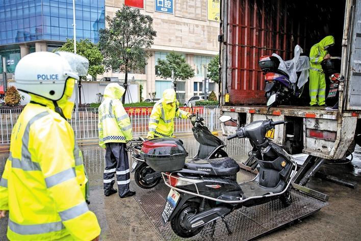 宝安交通整治行动持续进行 严查摩电和涉酒驾驶行为