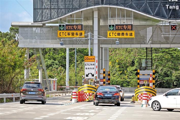 高速公路恢复收费 车辆走ETC通道更优惠
