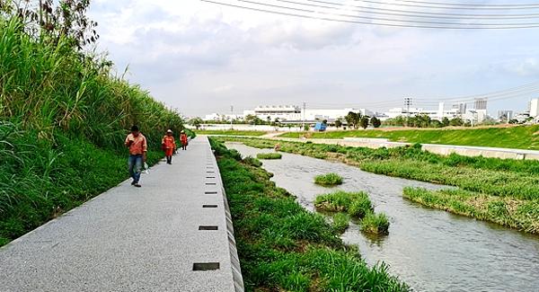 茅洲河鳳凰段水清岸綠成為市民休閑好去處