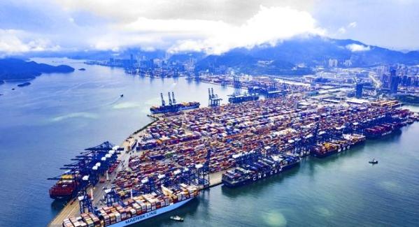 华南地区首次!盐田港迎五艘400米长巨轮同时挂靠