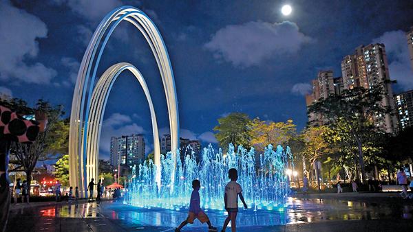 """音乐喷泉点""""靓""""四季公园"""